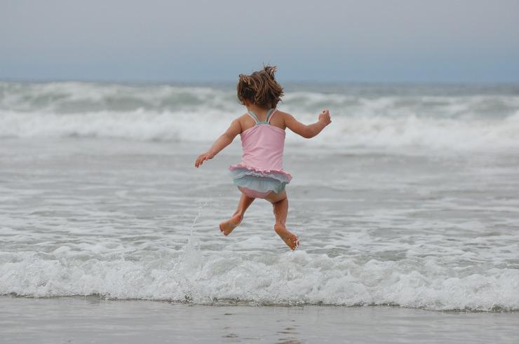 voiko lapsi olla uimarannalla alasti - kasvukaruselli